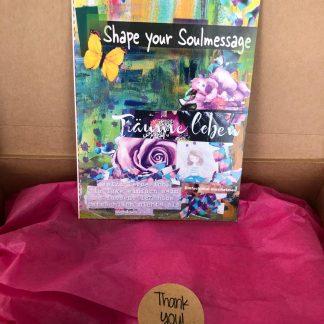 Der Schöpferkurs - Shape your Soulmessage Gestalte deine Seelencollage auf einem 12-seitigen Leporello! Ein Faltbuch, das dich in deinem Alltag begleitet und dich jeden Tag daran erinnert, um was es in deinem Leben wirklich geht.